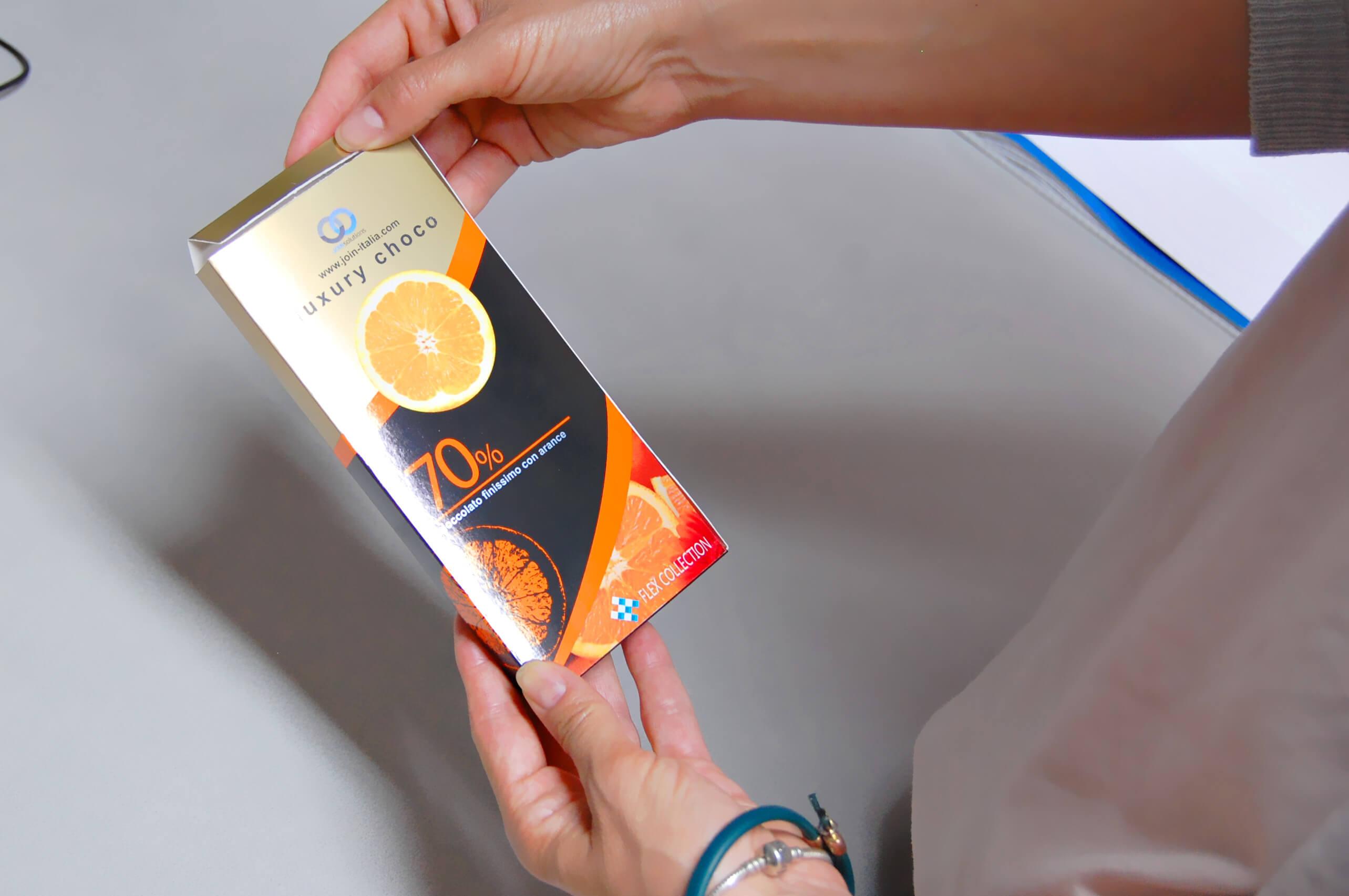 mock-up packaging di scatola di cioccolata realizzata con ORIS flexpack web